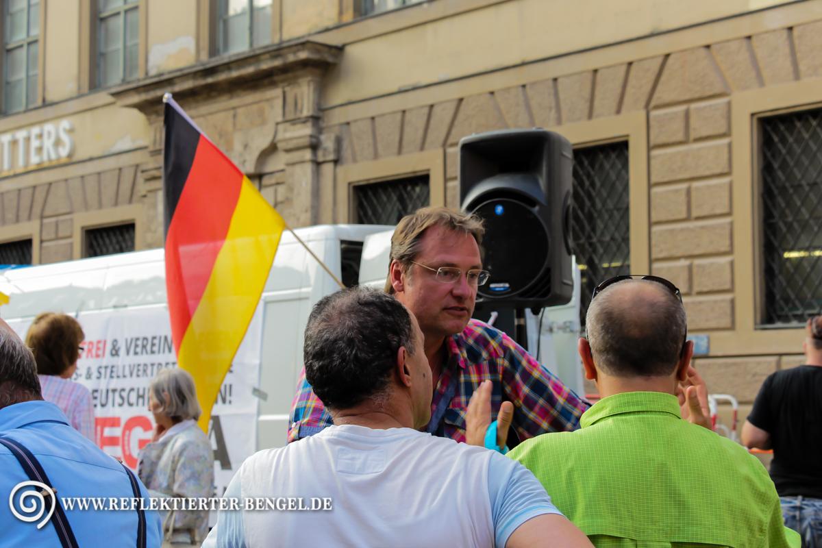 10.08.15 München - Pegida München Infostand, Michael Stürzenberger