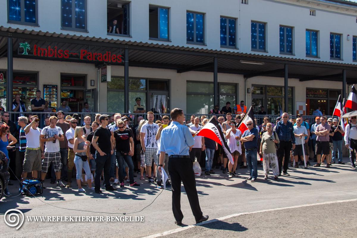 Ca. 100 Nazis versammelten sich am Rosenheimer Bahnhof