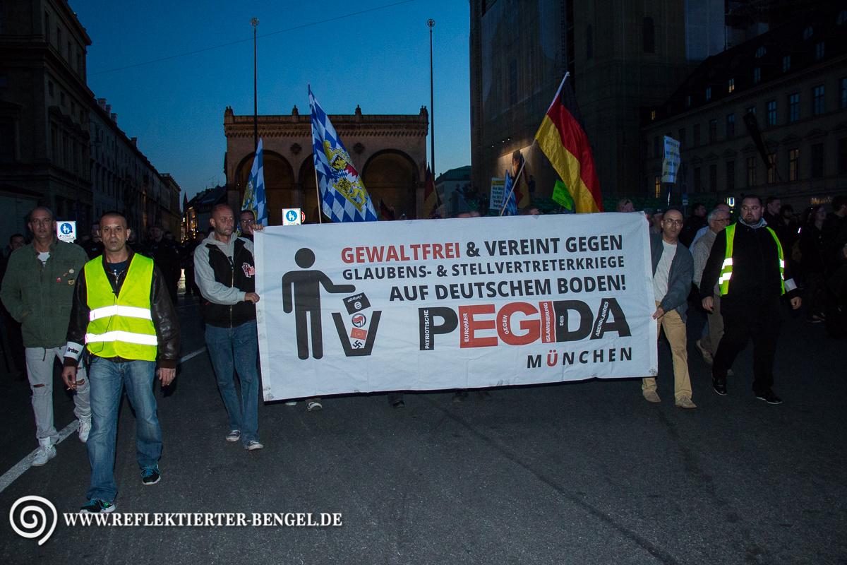 Pegida München vor der Feldherrnhalle