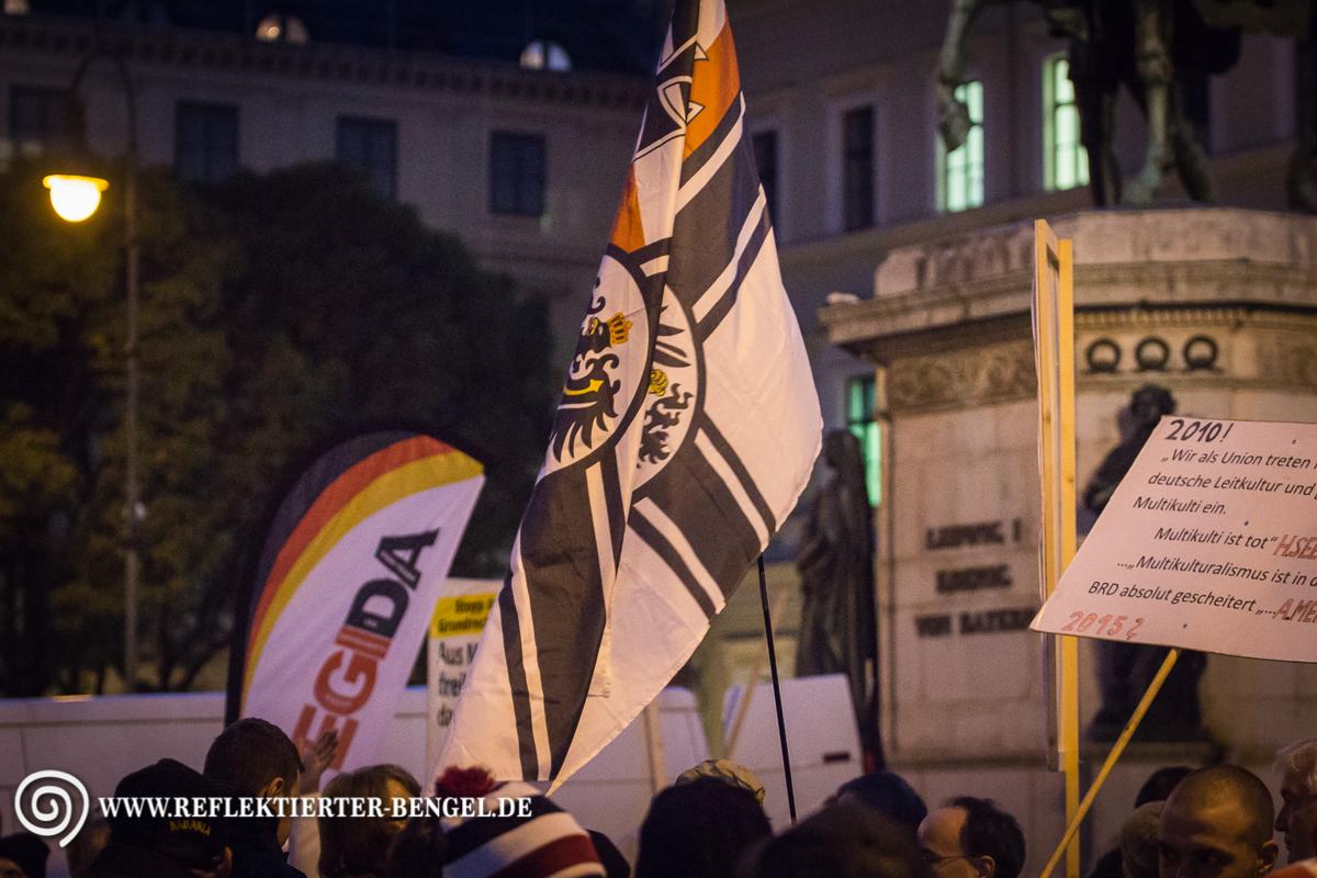 12.10.15 München - Pegida München Reichskriegsflagge