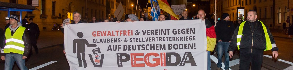 Neonazis erklimmen nach Pegida München Demo die Feldherrnhalle