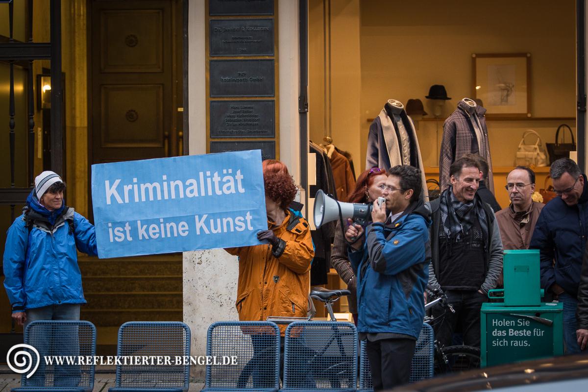 16.10.15 München - AfD Kundgebung vor den Münchner Kammerspielen Heinz Meyer