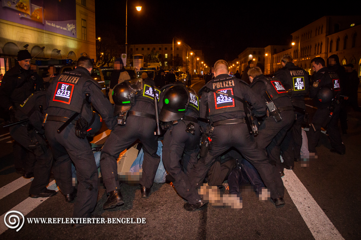 Pegida München Sitzblockade Polizei