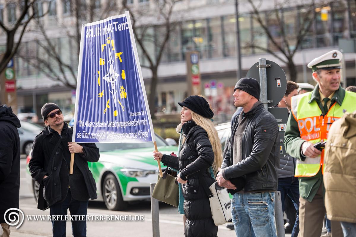 13.02.16 München - Demo gegen die Sicherheitskonferenz, Kathrin Oertel