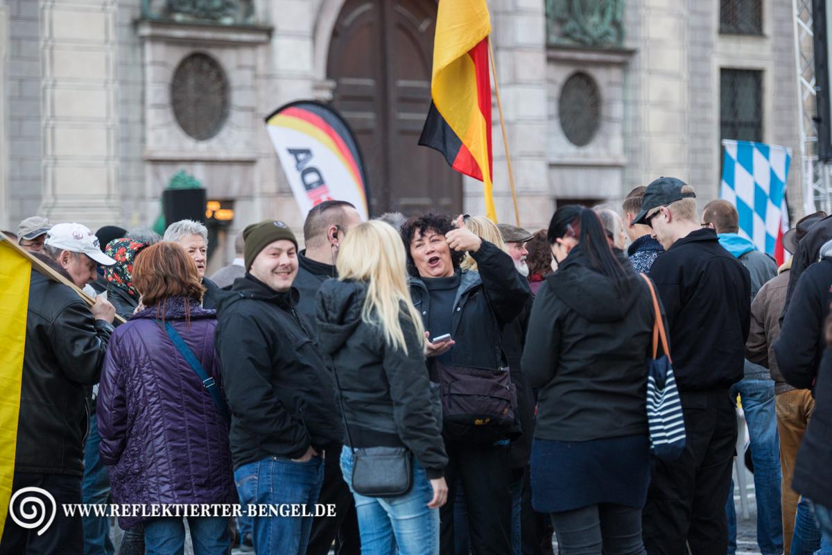28.03.16 München - Pegida München, Karl-Heinz Statzberger, Thomas Schatt, Petra K.