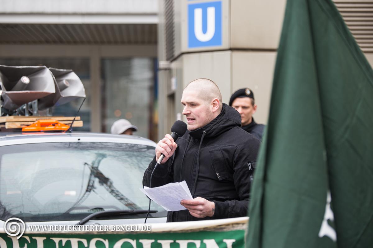 Der III. Weg Kundgebung in München   Reflektierter Bengel