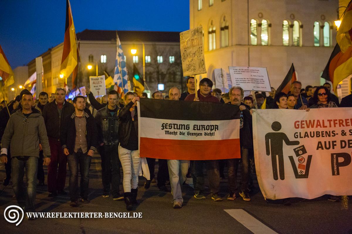 11.04.16 München - Pegida München, Markus Walter,Tobias Roidl