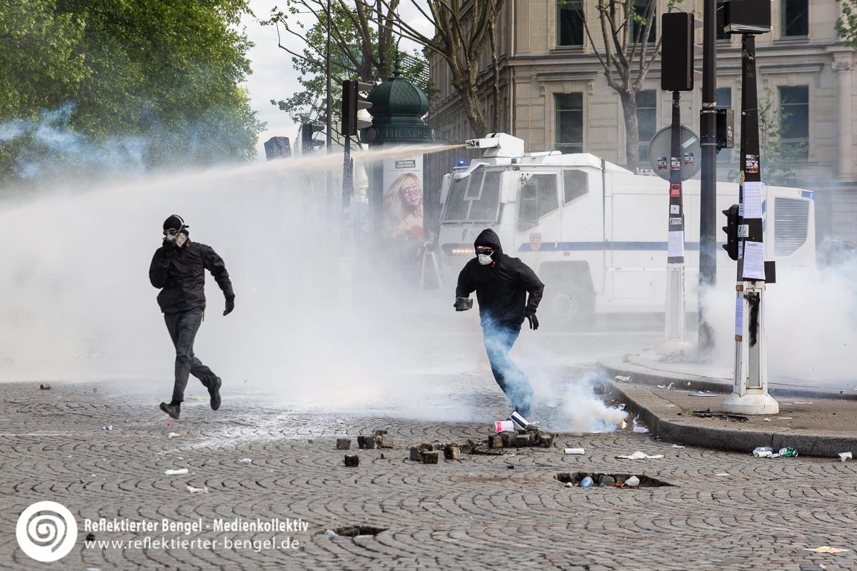 01.05.18 Paris - 1. Mai Ausschreitungen - Reflektierter Bengel